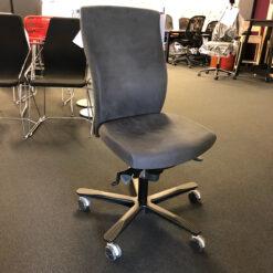 Håg H04 4600 svart kontorstol med nakkepute og fothviler
